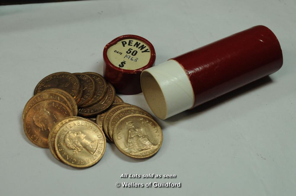 Lot 7064 - Elizabeth II bank 'tube' of 25 crowns, 1966; and 30 1/12 shillings; UK 100 shillings, 1965; 450