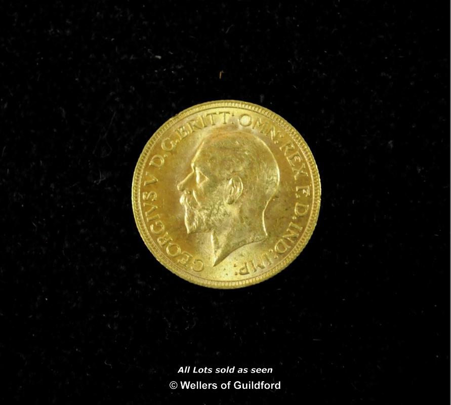 Lot 7069 - George V, gold sovereigns (2), 1925, 1931, both SA South Africa Mint, large and small head left,