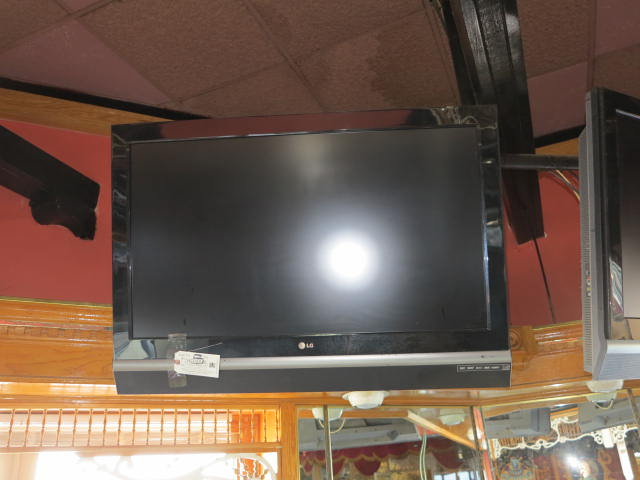 Lot 5 - LG 56'' LCD Flat Screen TV