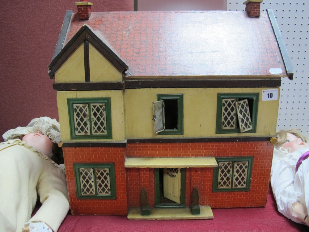 Lot 10 - A Mid XX Century Dolls House, single door opening, six rooms, frontage to house has six windows,