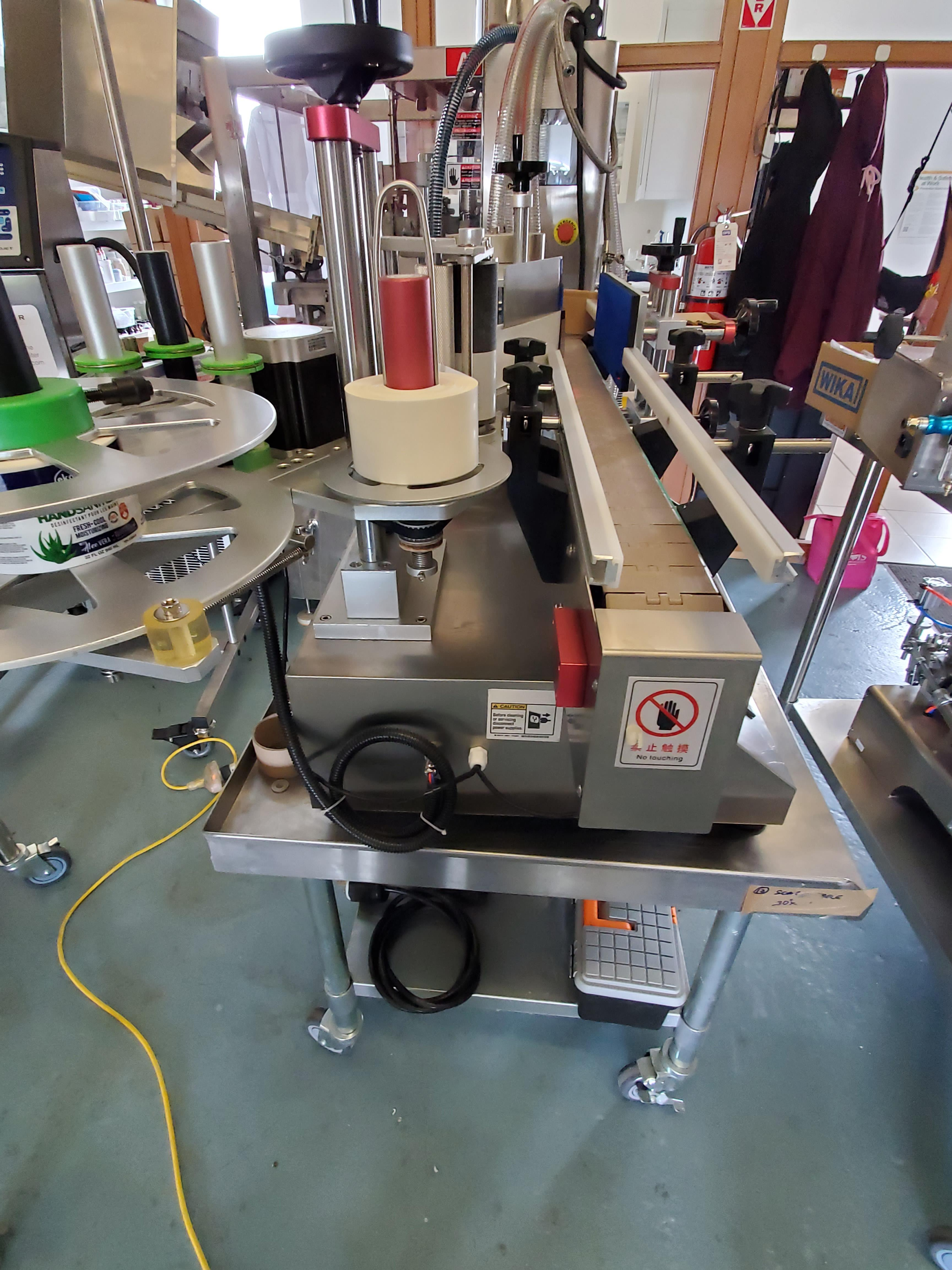 AM-300LM High Speed Pressure Sensitive wrap around labeler - Table Top Model - Image 3 of 5