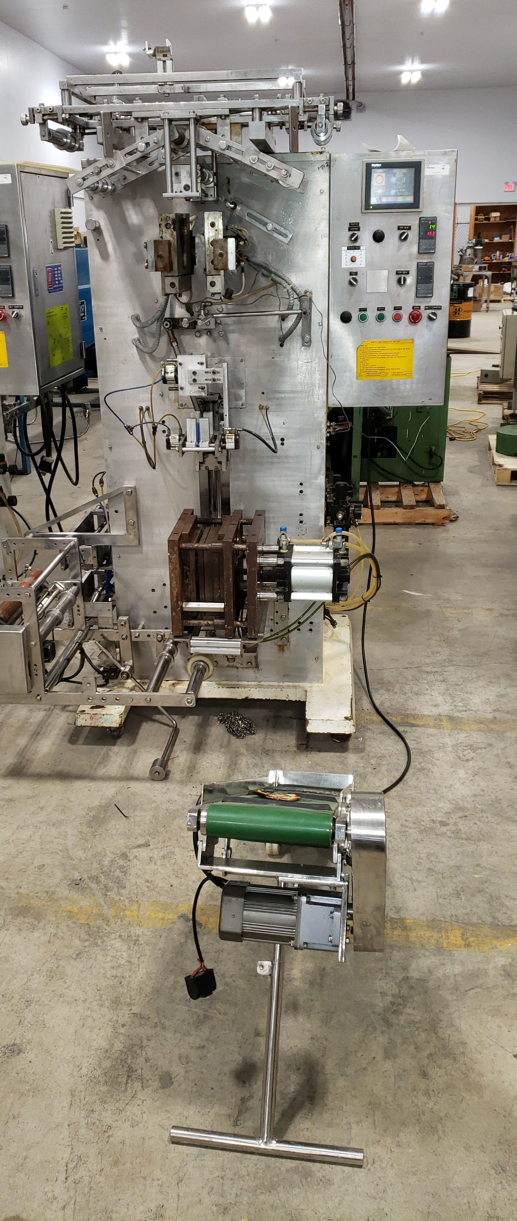 SAVPAK VERTICAL FORM FILL & SEAL MACHINE - Image 18 of 19