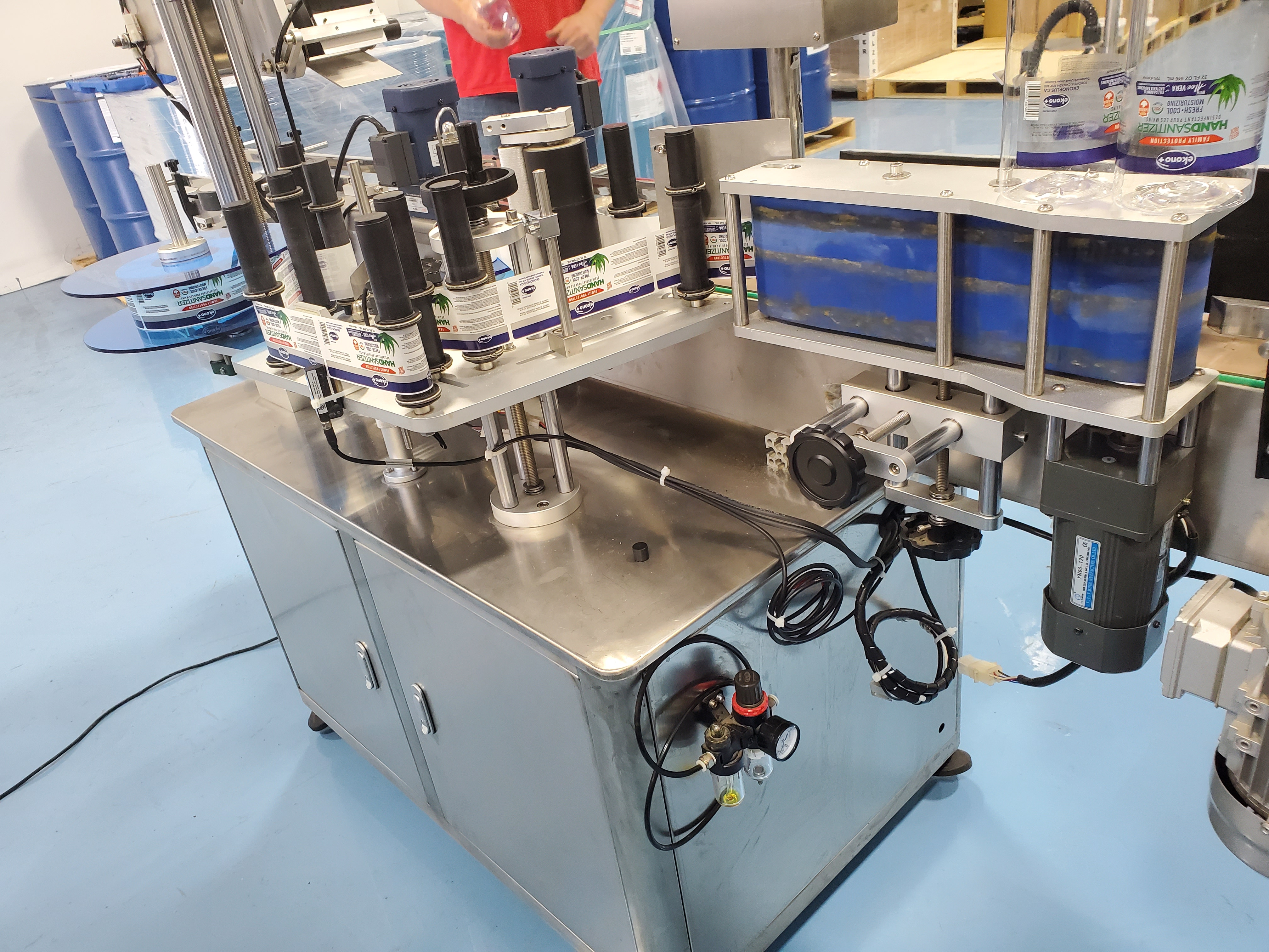 Grepack Packing Machine Integrated Wrap Around and Top Down Labeler with Conveyor - Image 3 of 8