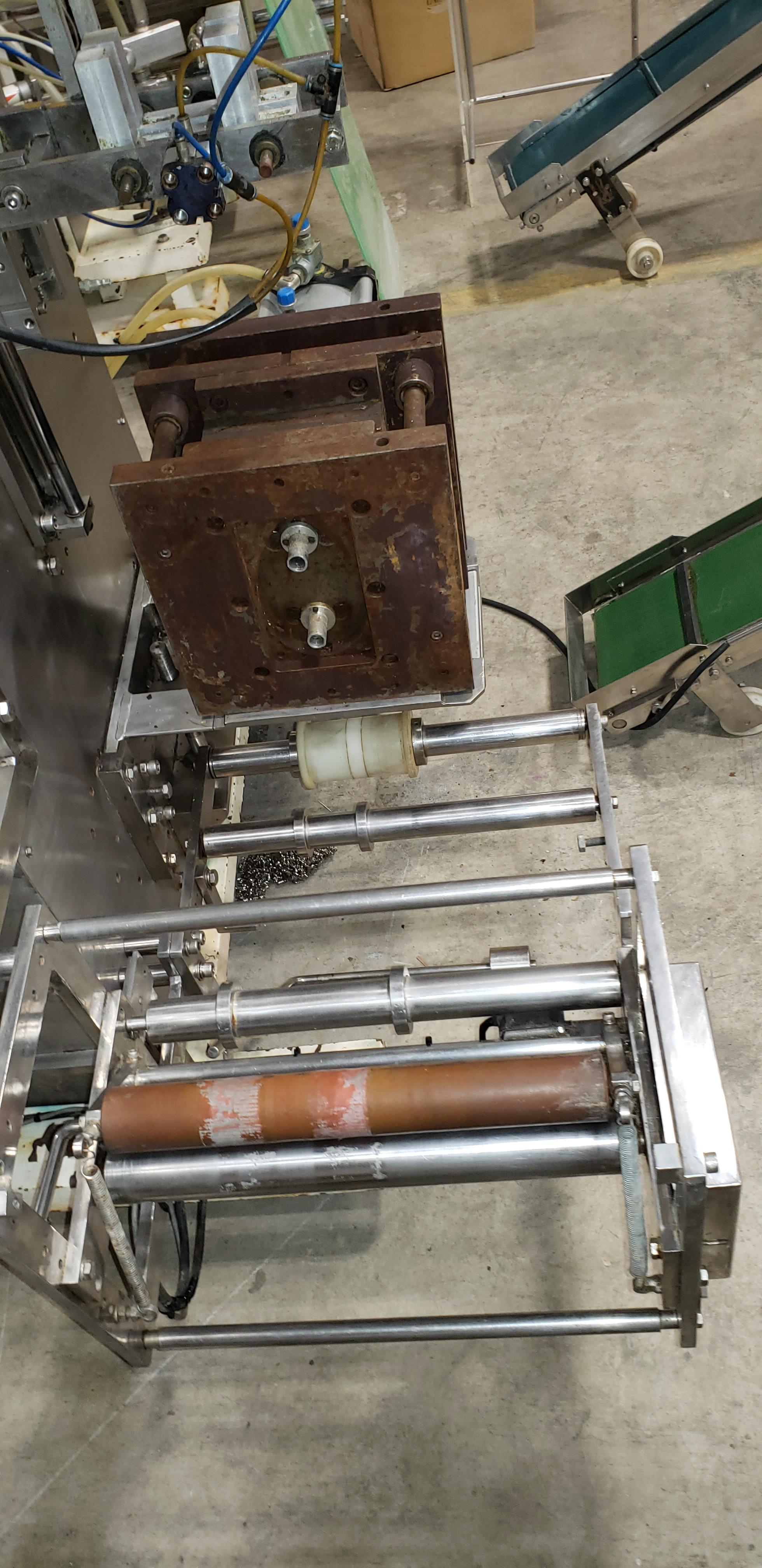 SAVPAK VERTICAL FORM FILL & SEAL MACHINE - Image 9 of 19