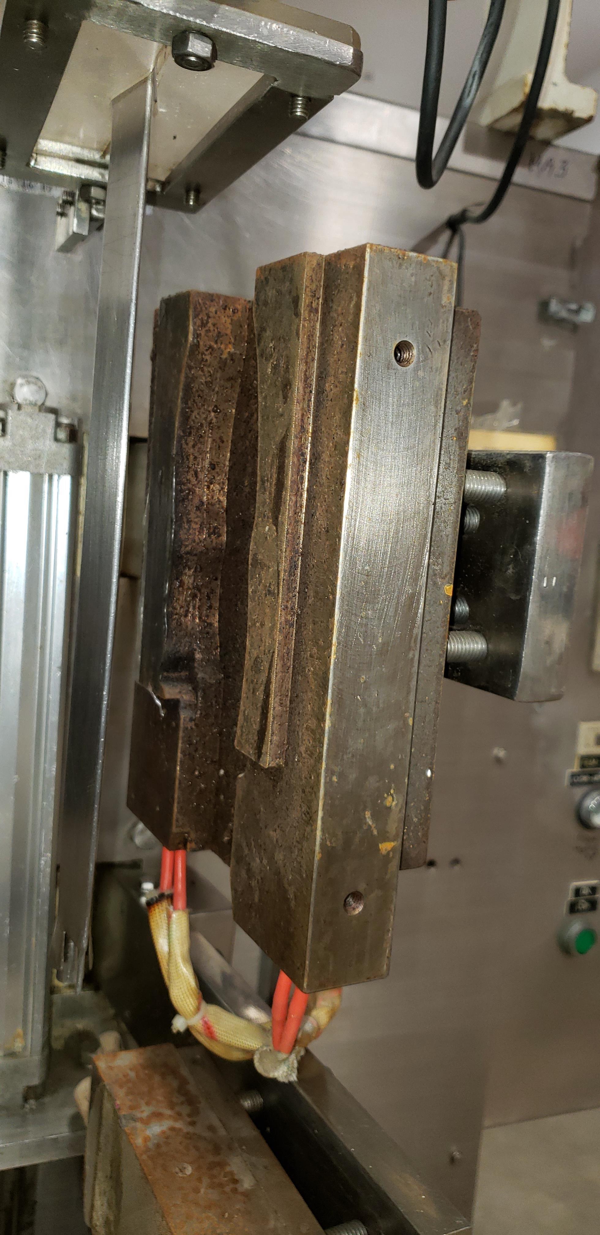 SAVPAK VERTICAL FORM FILL & SEAL MACHINE - Image 7 of 19