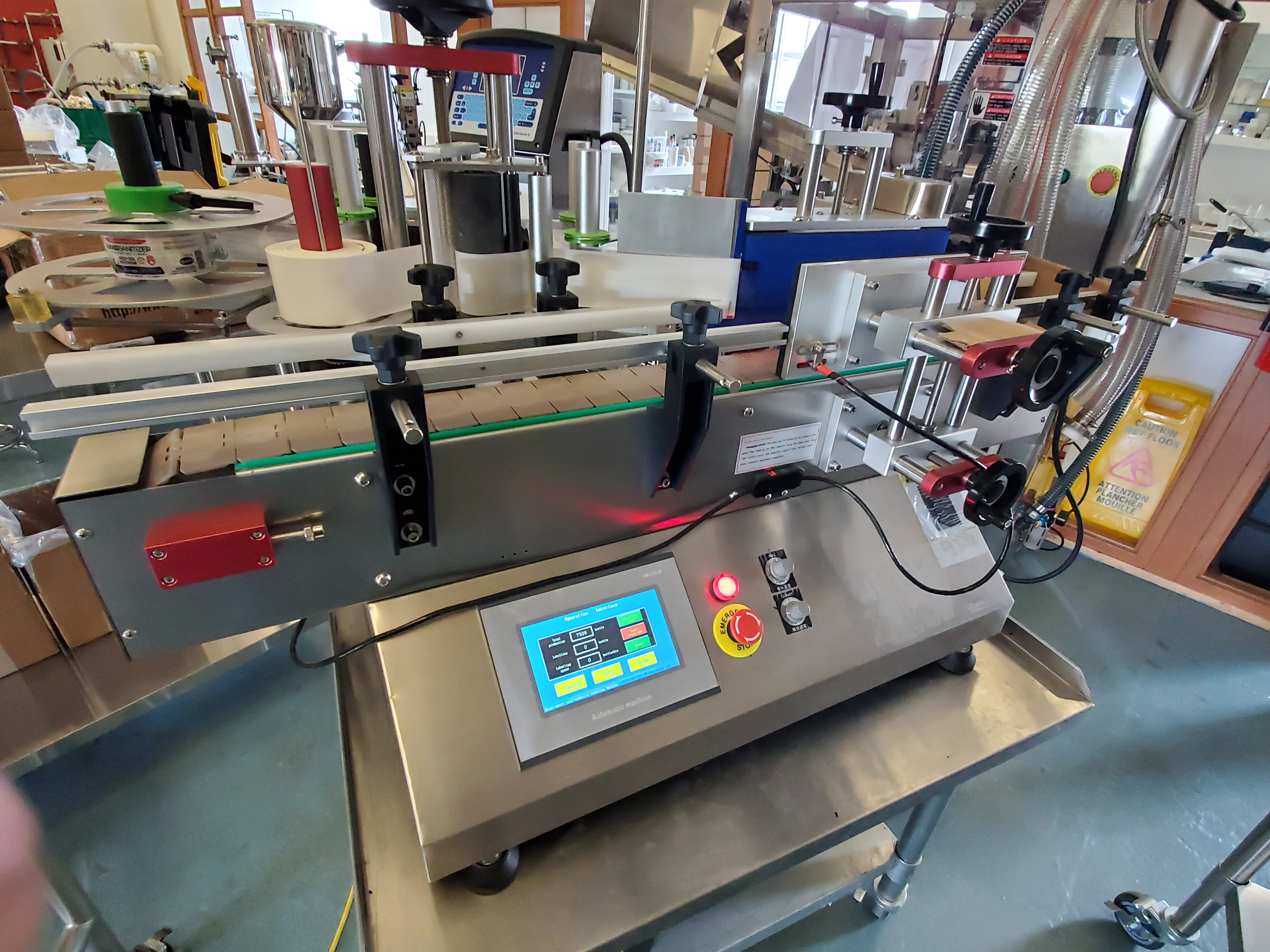 AM-300LM High Speed Pressure Sensitive wrap around labeler - Table Top Model