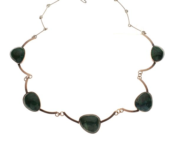 Lot 110 - Silver necklace set five assorted green 'boulders'
