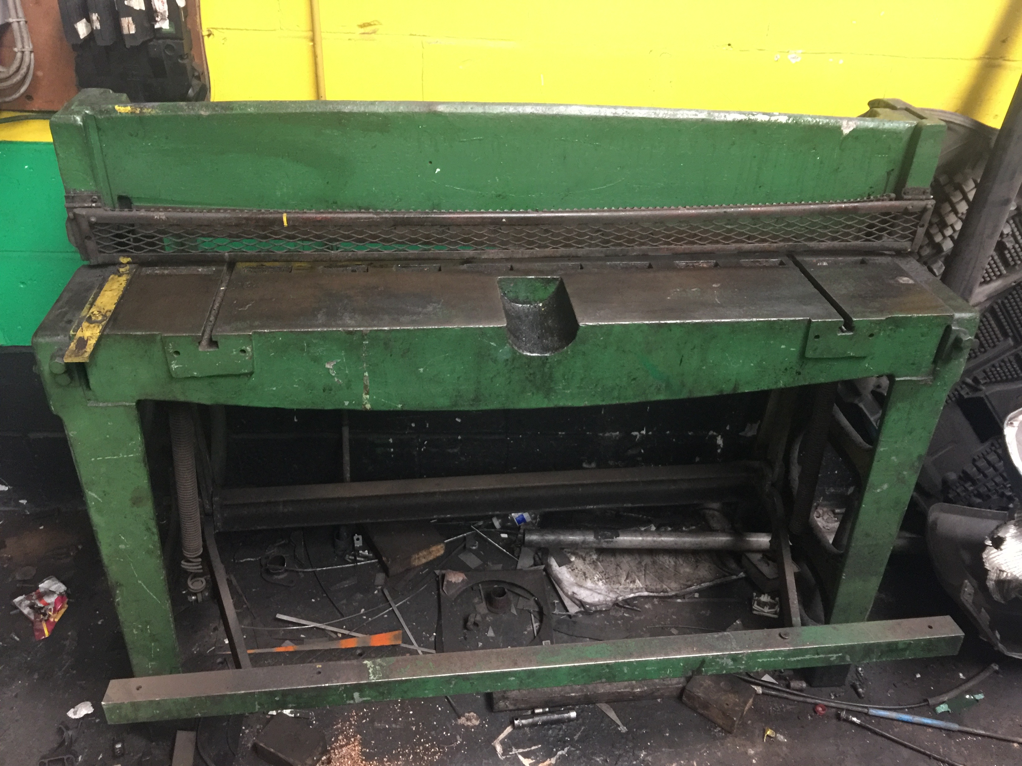 Lot 7 - 4ft Foot operated Guillotine