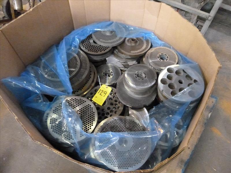 quantity of grinder blades (129)