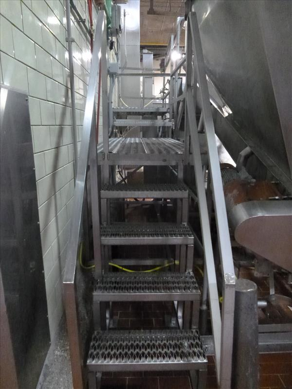 s/s elevated platform with stairs