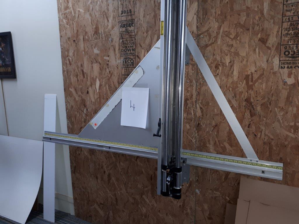 CUTTING MACHINE FOR CARDBOARD