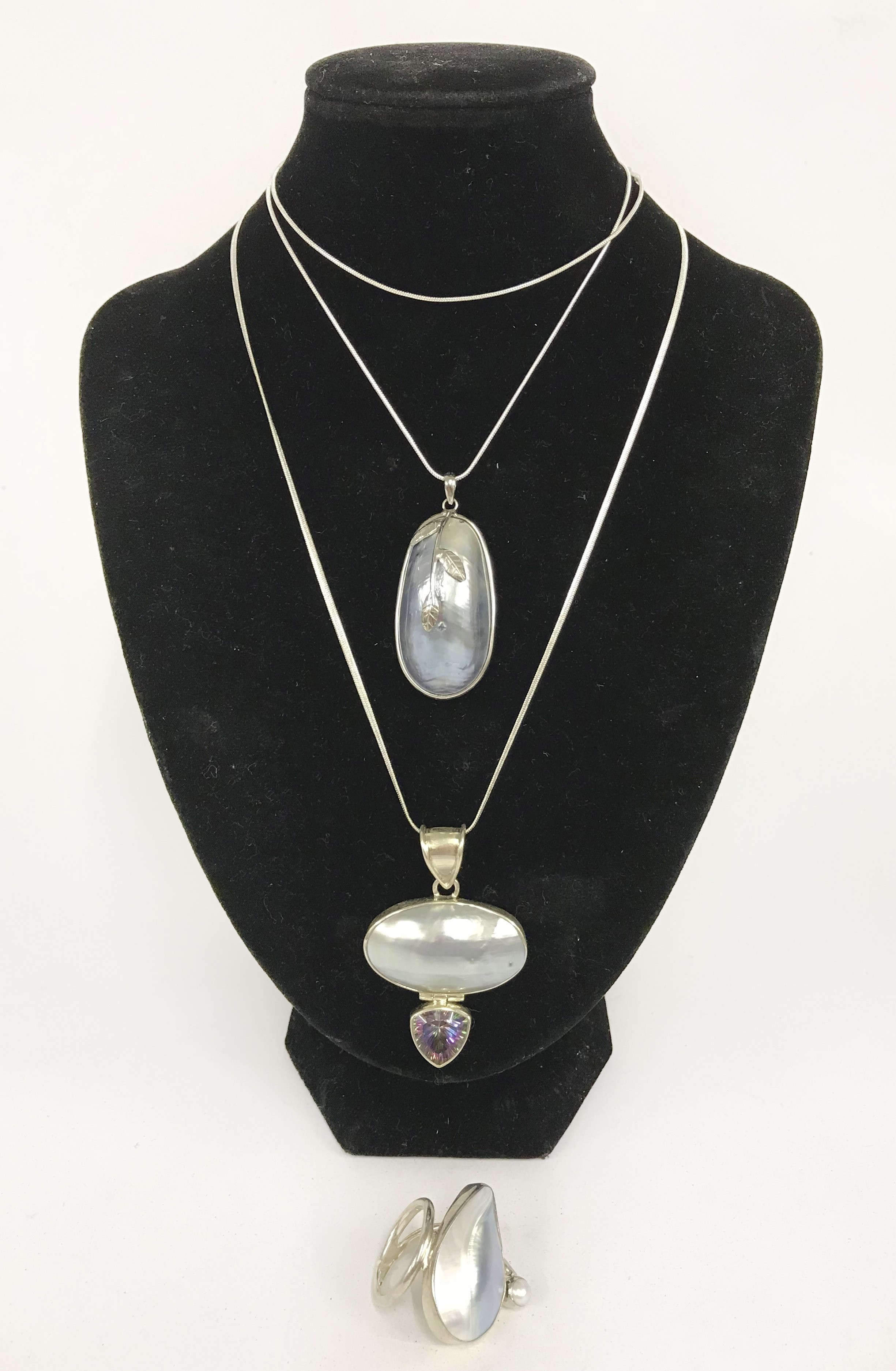Lot 41 - sterling silver mixed pearl jewellery