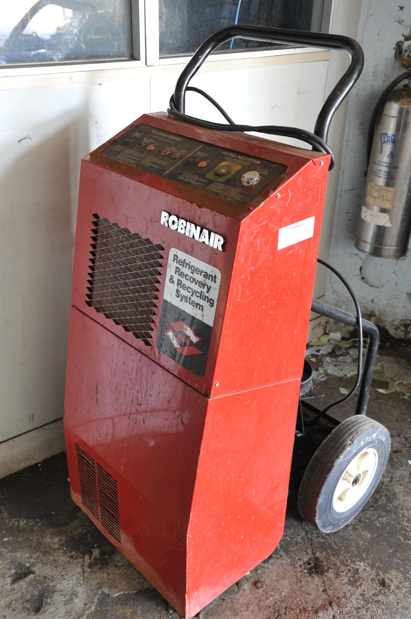 Lot 10B - Robinair Model 17500B 115V, Refrigerant Recovery Station