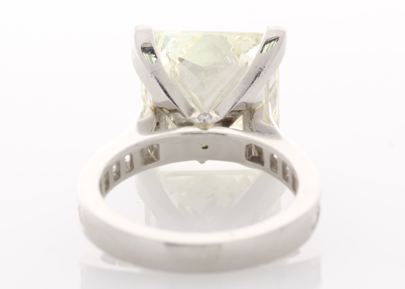 Lot 27 - 18ct White Gold Single Stone Prong Set With Stone Set Shoulders Diamond Ring 10.00 Carats