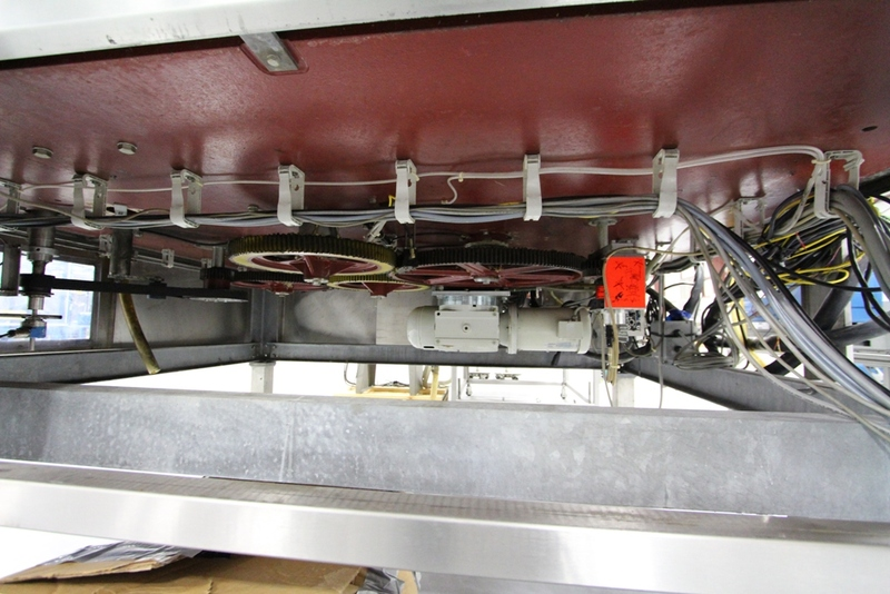 2003 Krones 18 Station Cut and Stack Labeler - Image 8 of 10