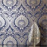 1 LOT TO CONTAIN 3 AS NEW ROLLS OF ARTHOUSE DECORIS DAMASK NAVY GOLD WALLPAPER - 910308 / RRP £38.
