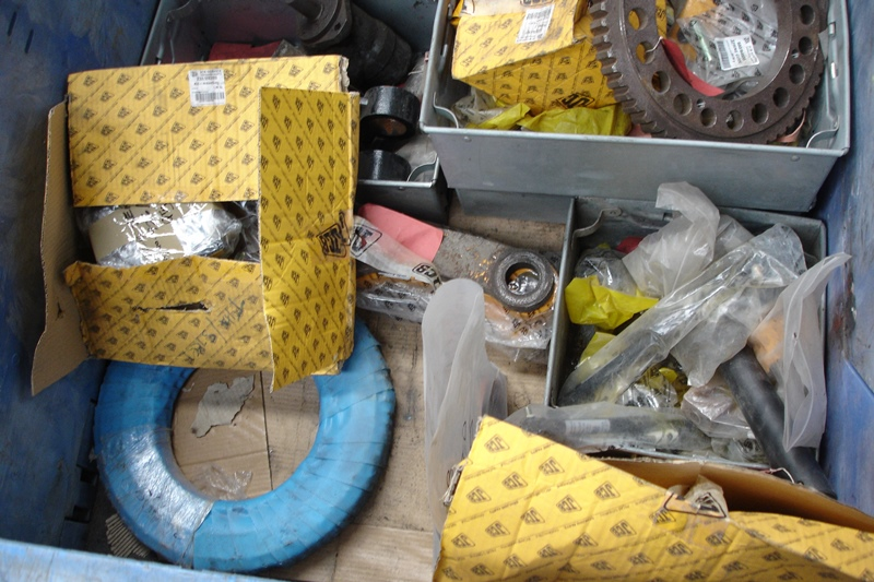 Lot 45 - Crate of mainly JCB spares