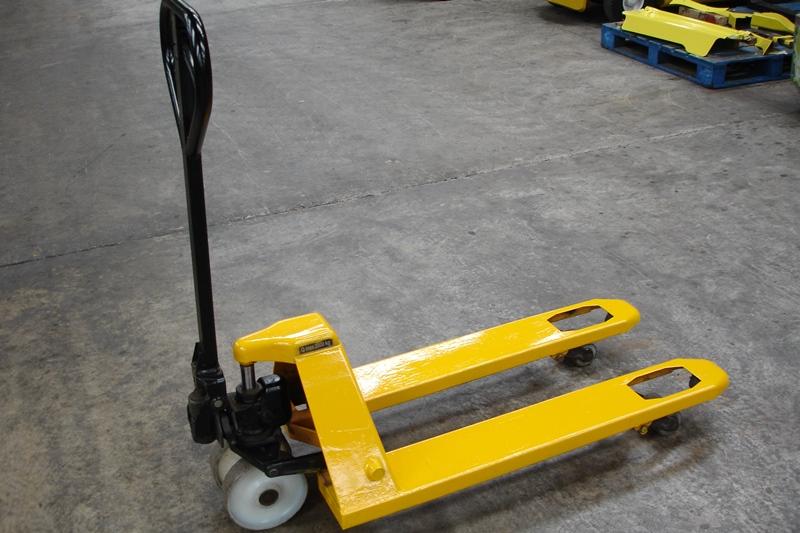 Lot 20 - 2 ton Pallet Mover