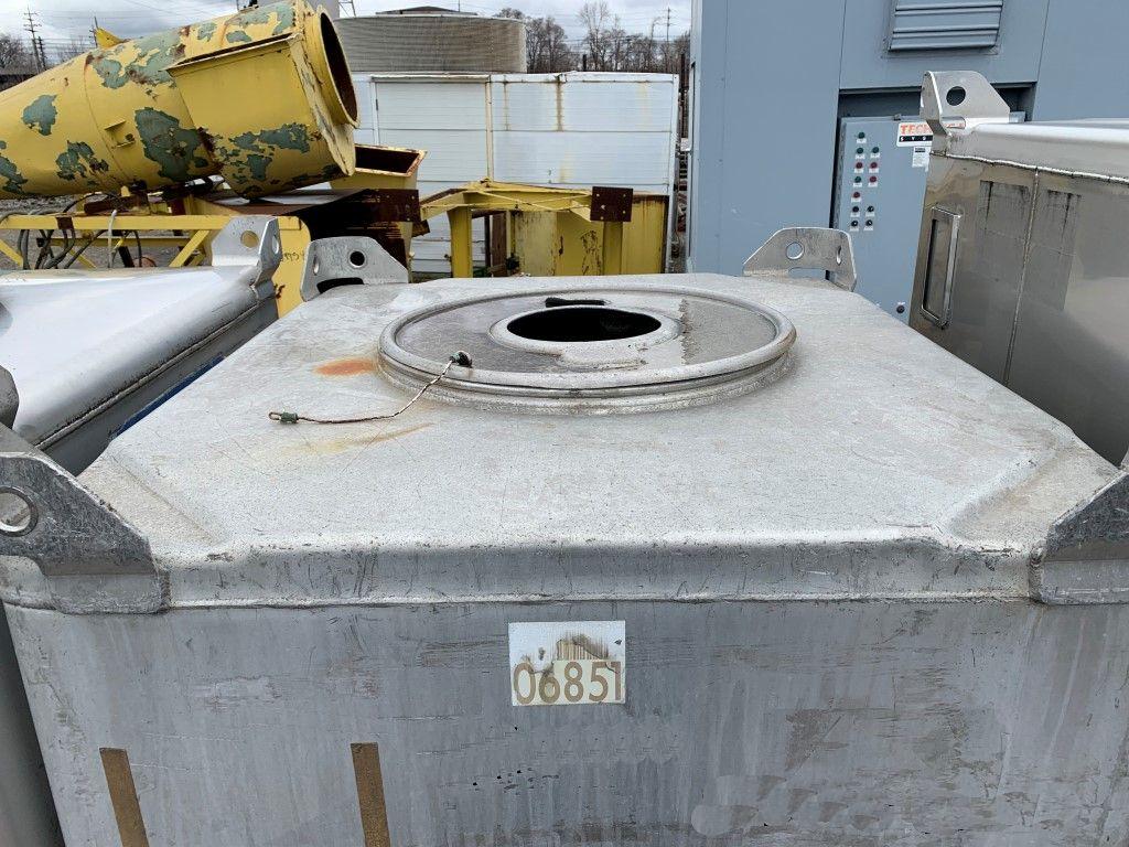 Lot 62 - 74 Cu Ft Tote Systems Tote Bin, Aluminum