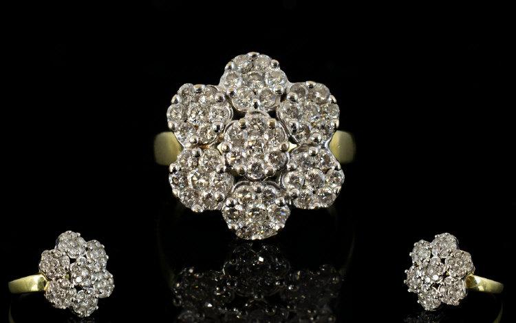 Lot 57 - 18ct Gold - Attractive Diamond Set Clust