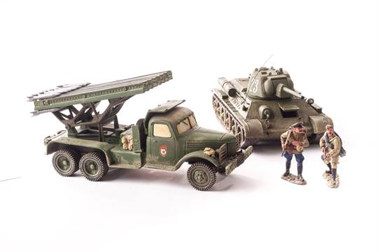 King & Country Russian T34/76 Tank and crewman, Infantry (6