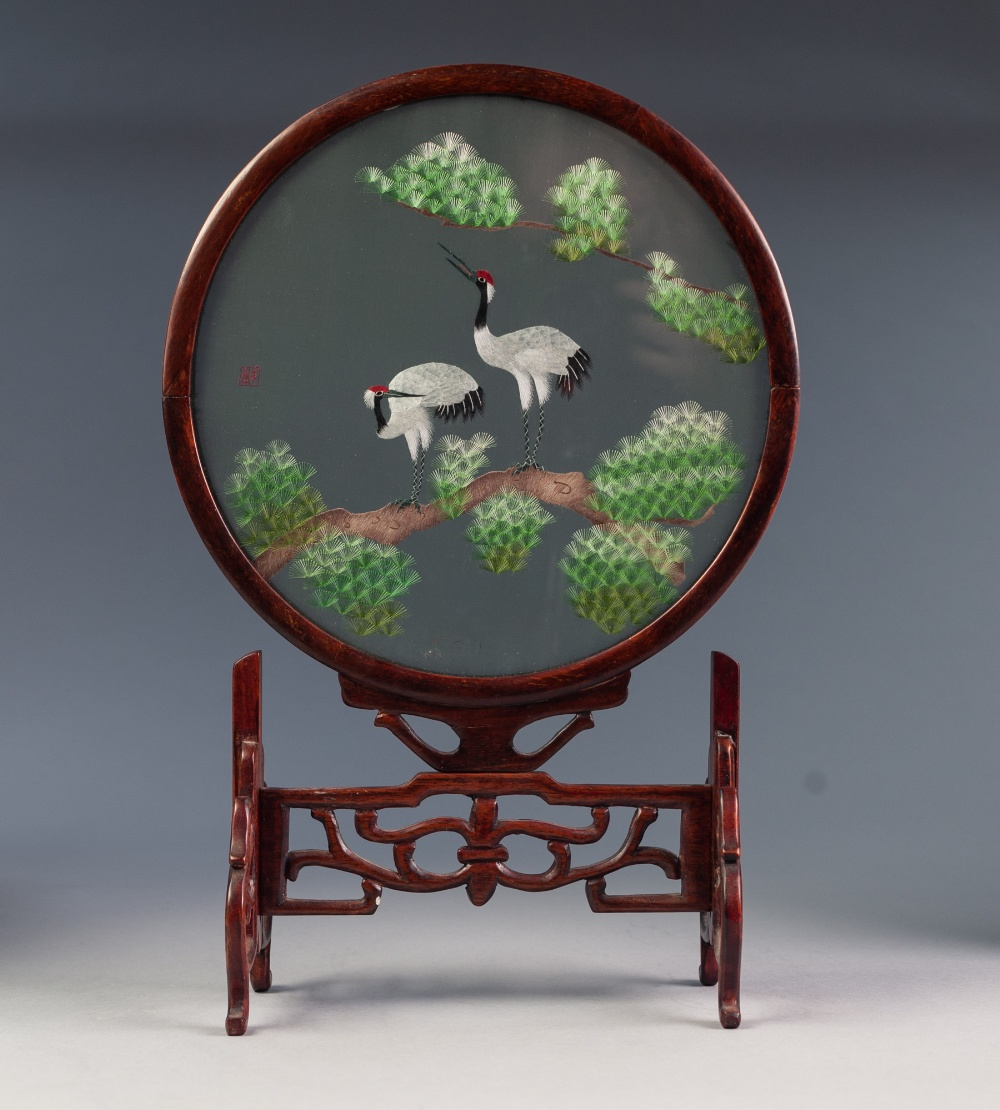 Lot 144 - CHINESE TABLE SCREEN, THE REMOVABLE CIRCULAR SCREEN CONSISTING OF AN EMBROIDERED SILK PICTURE OF TWO