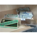 Lot 43 - 2 vintage boxed razors