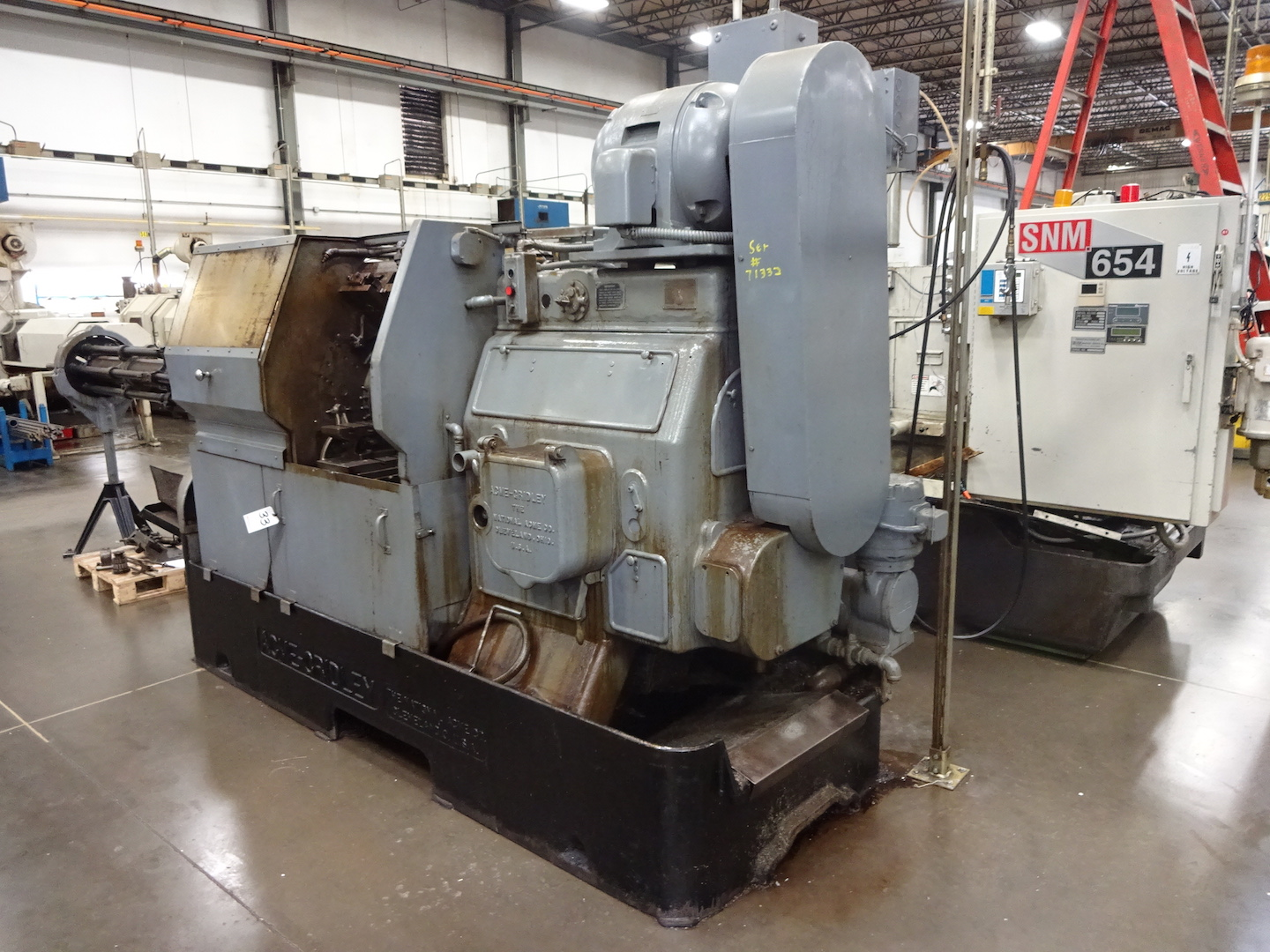 """Lot 33 - ACME-GRIDLEY 1-1/4"""" MODEL RA-6 6-SPINDLE AUTOMATIC SCREW MACHINE"""