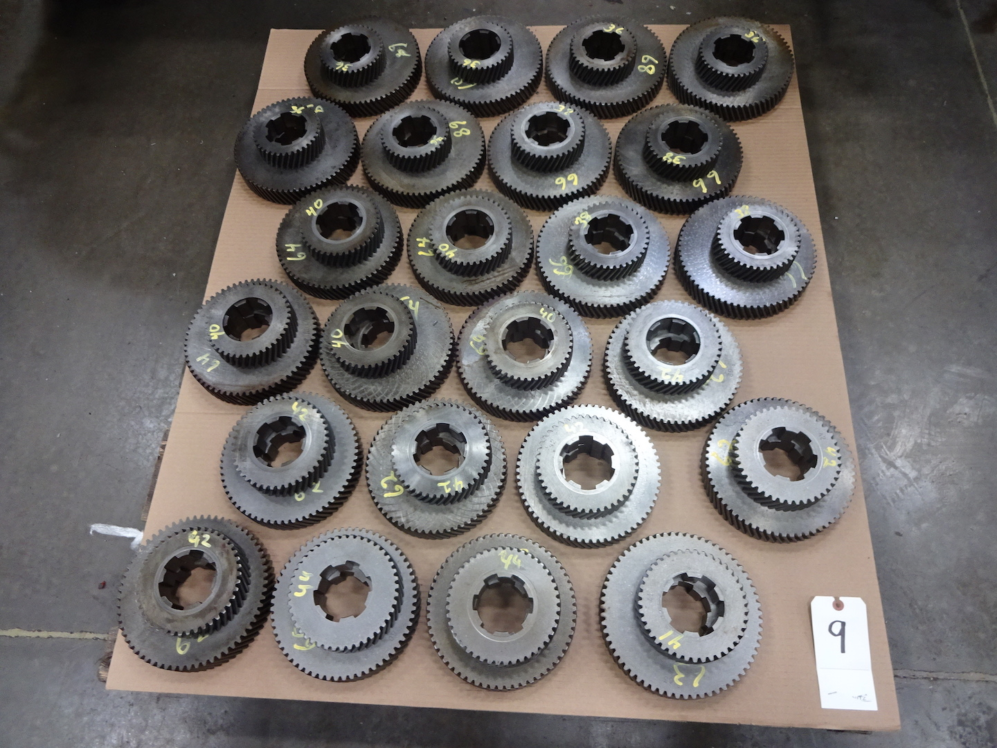 """Lot 9 - ASSORTED ACME 2-5/8"""" RB-8 OR 3-1/2"""" RB-6 CHANGE GEARS"""