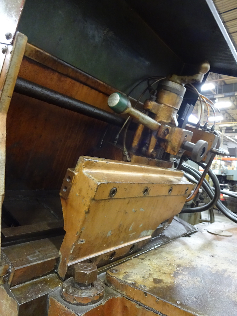 Lot 50 - CINCINNATI-MILACRON MODEL 220-8 CENTERLESS GRINDER