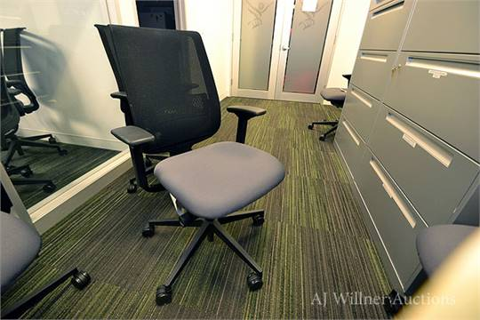 & Steelcase Model 466160MT Reply Mesh Back Office Chair