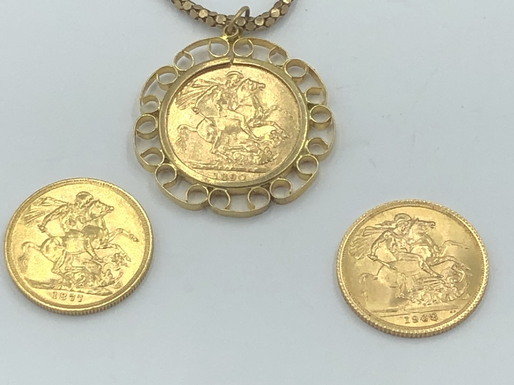 Lot 9 - NO ONLINE BIDDING LOTS 1-30. Pendant sovereign in 9ct mount on a yellow metal necklace (1890)