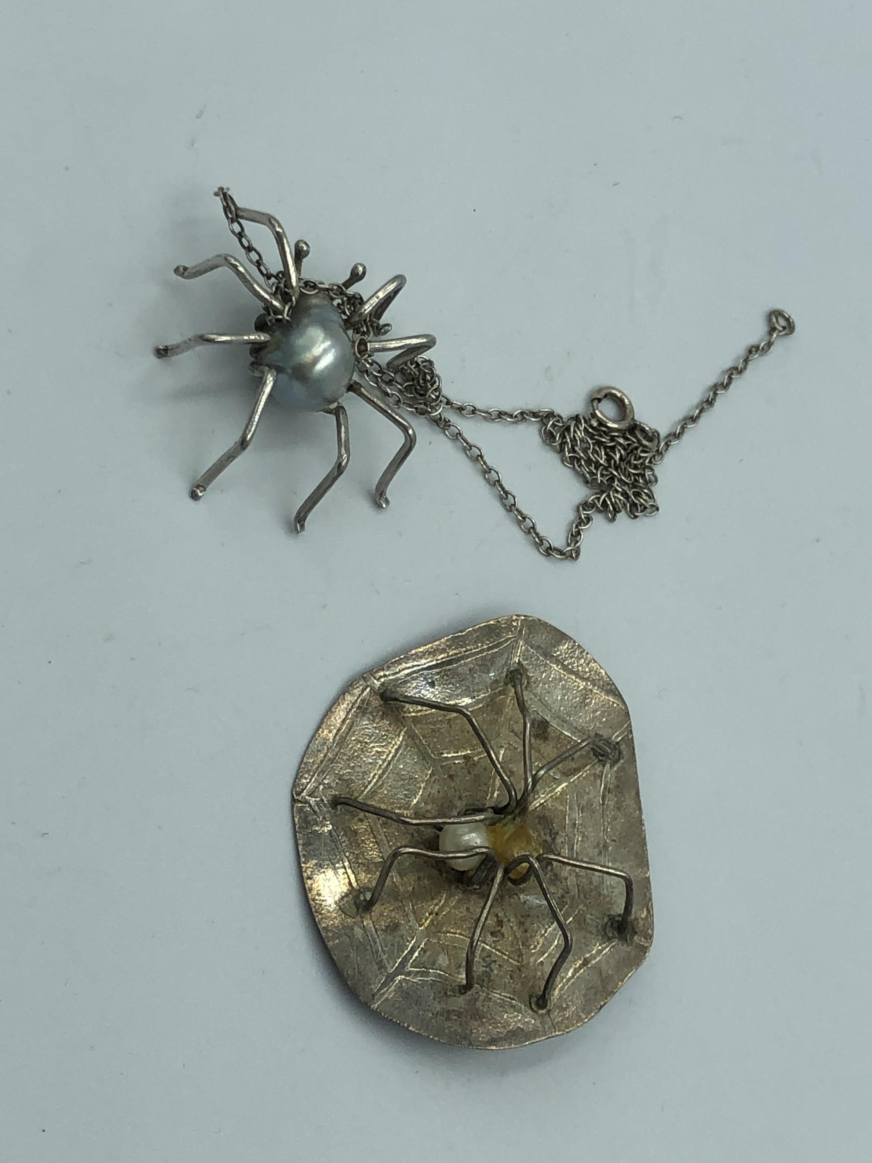 Lot 3 - NO ONLINE BIDDING LOTS 1-30.Silver spider pendant set within a baroque pearl of blue grey