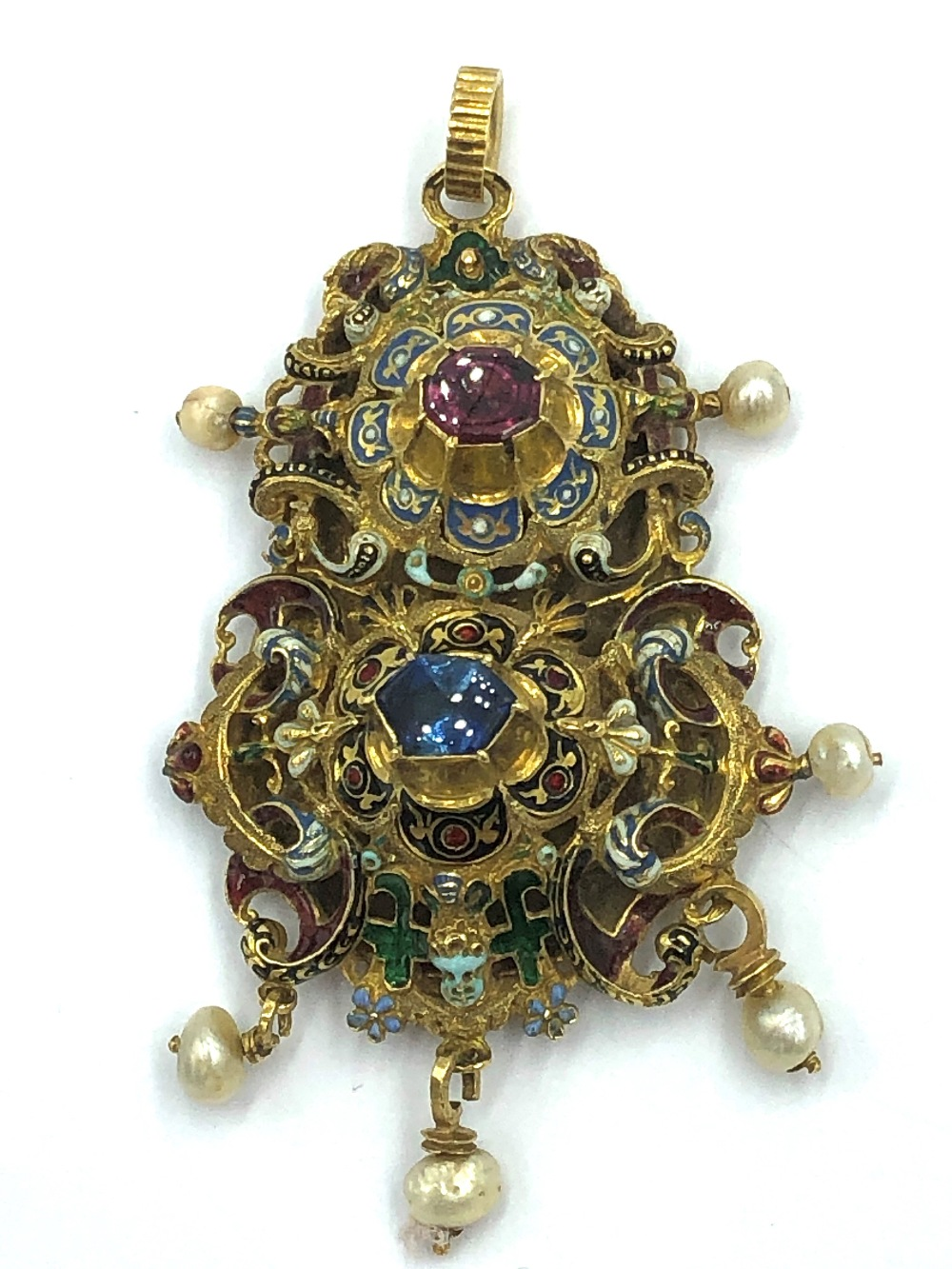 Lot 25 - NO ONLINE BIDDING LOTS 1-30. 17th C sapphire and ruby pendant of Italian manufacture