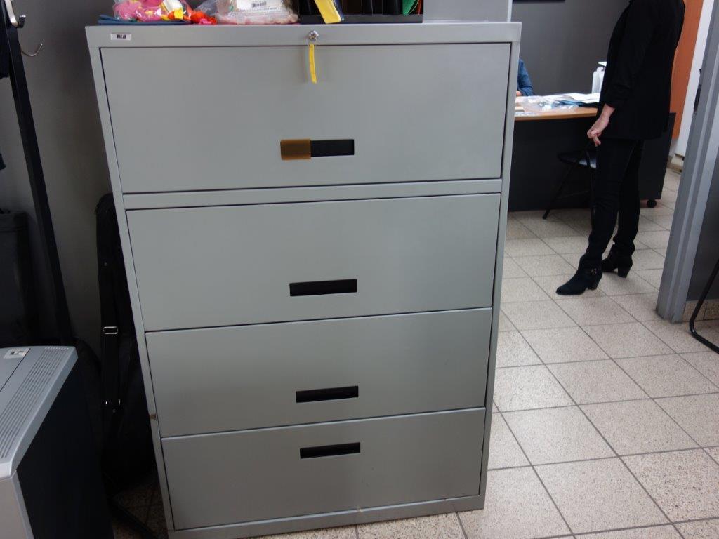Lot : poste de travail avec retour, 3 fauteuils en cuir, table en coin 3 tiroirs, filière latérale 4 - Image 3 of 3
