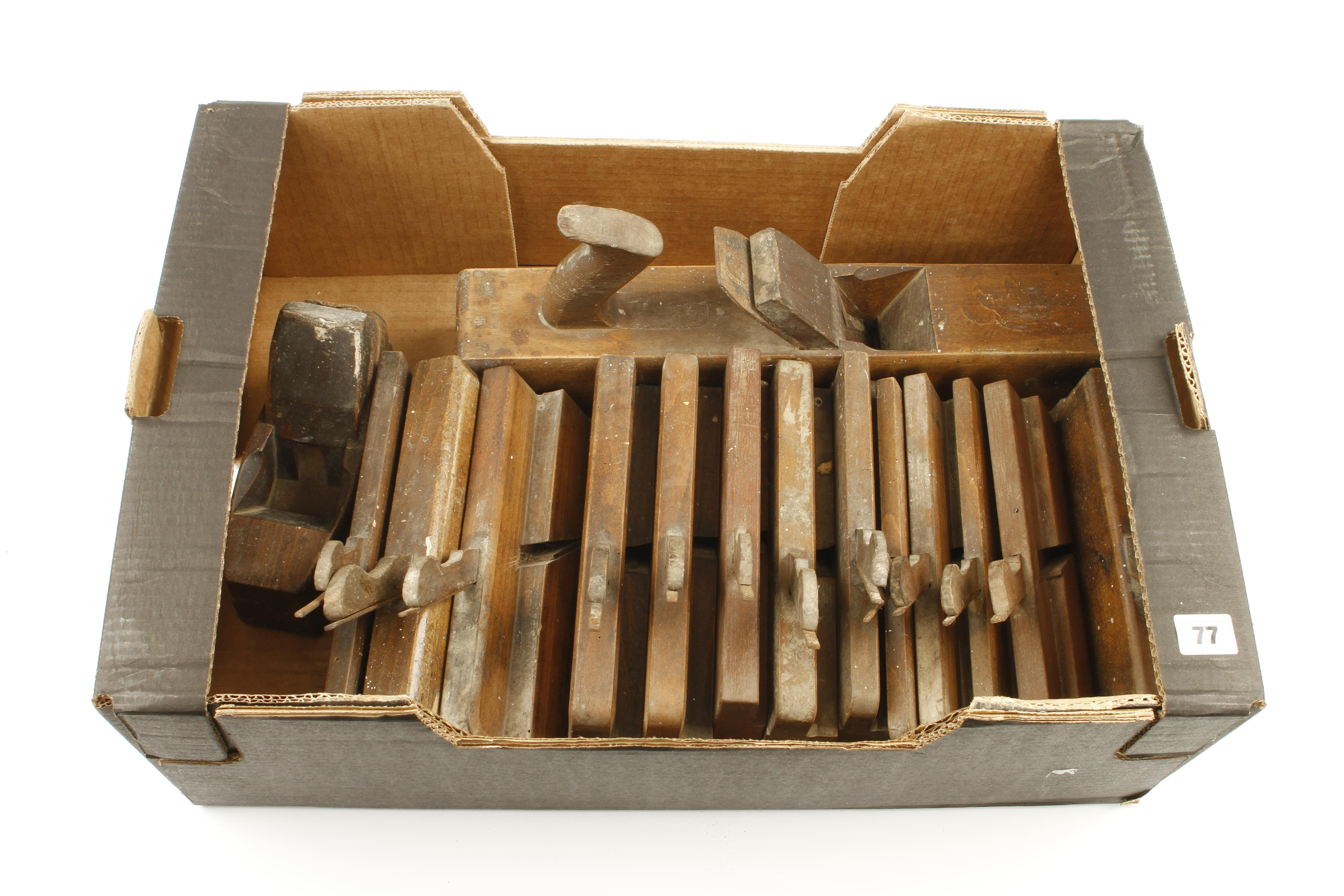 Lot 77 - 13 moulding planes and two other planes G