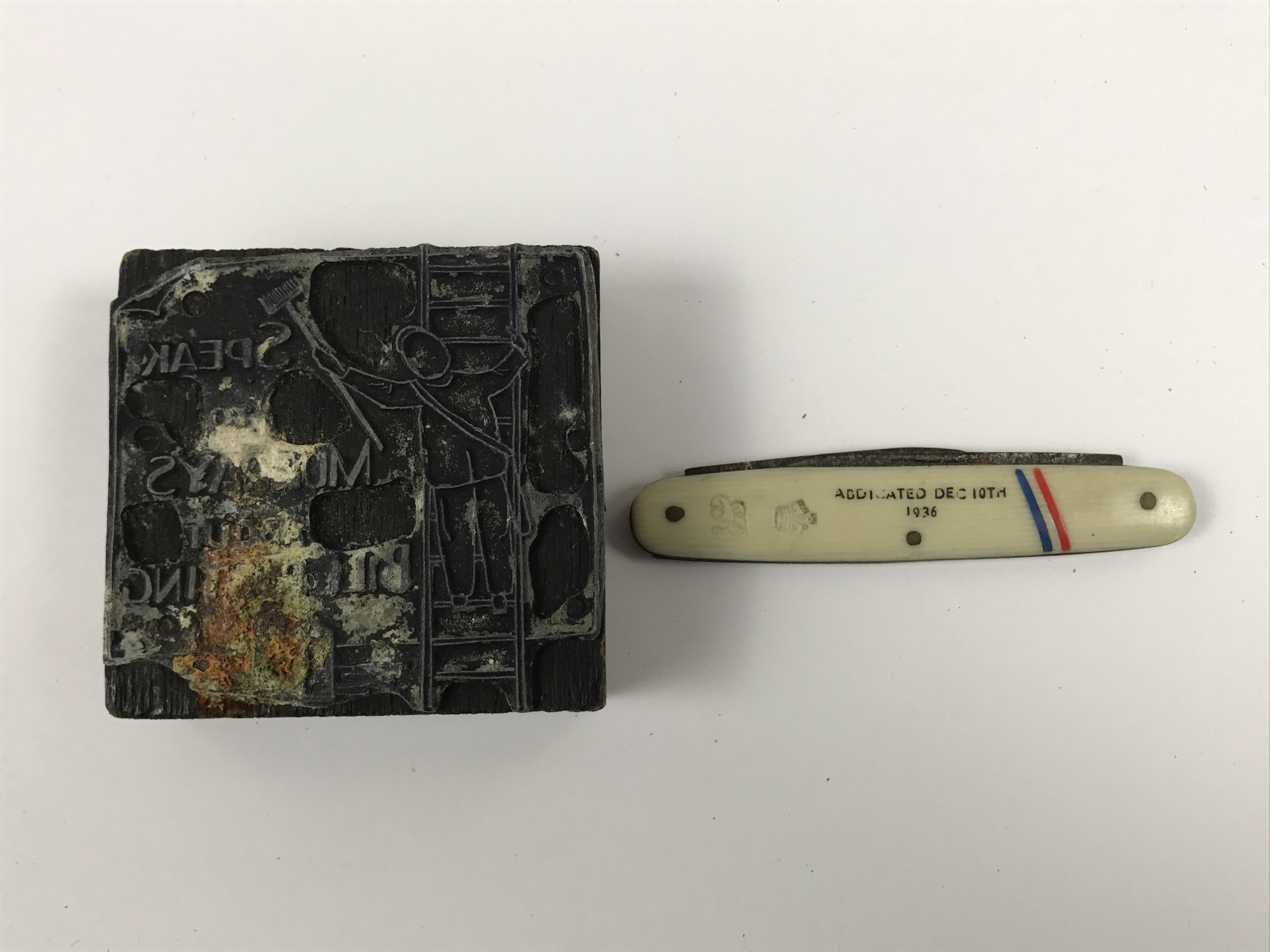 Lot 52 - A 1936 folding pocket knife commemorating the abdication of King Edward VIII, together with an