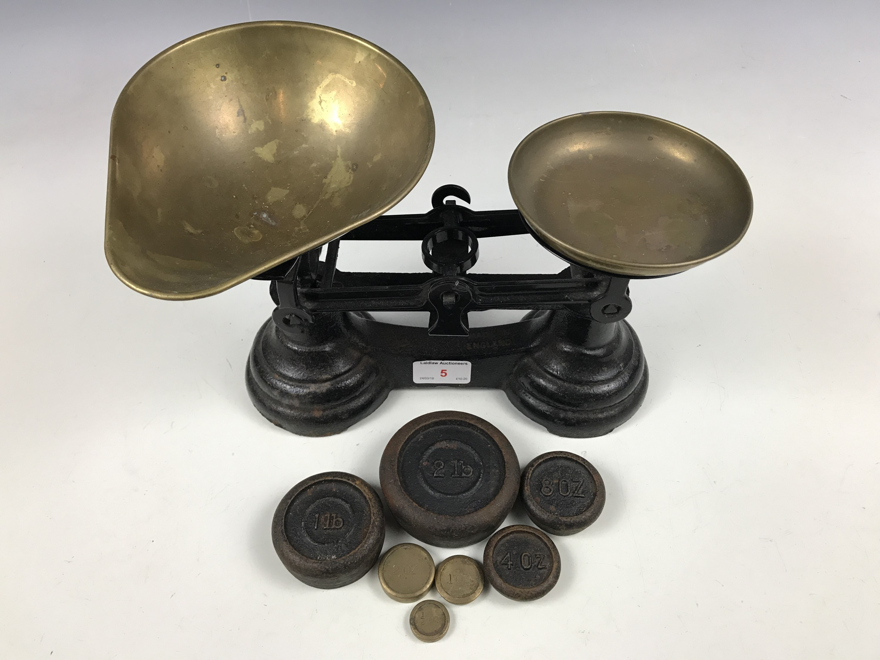 Lot 5 - A vintage set of kitchen scales and weights
