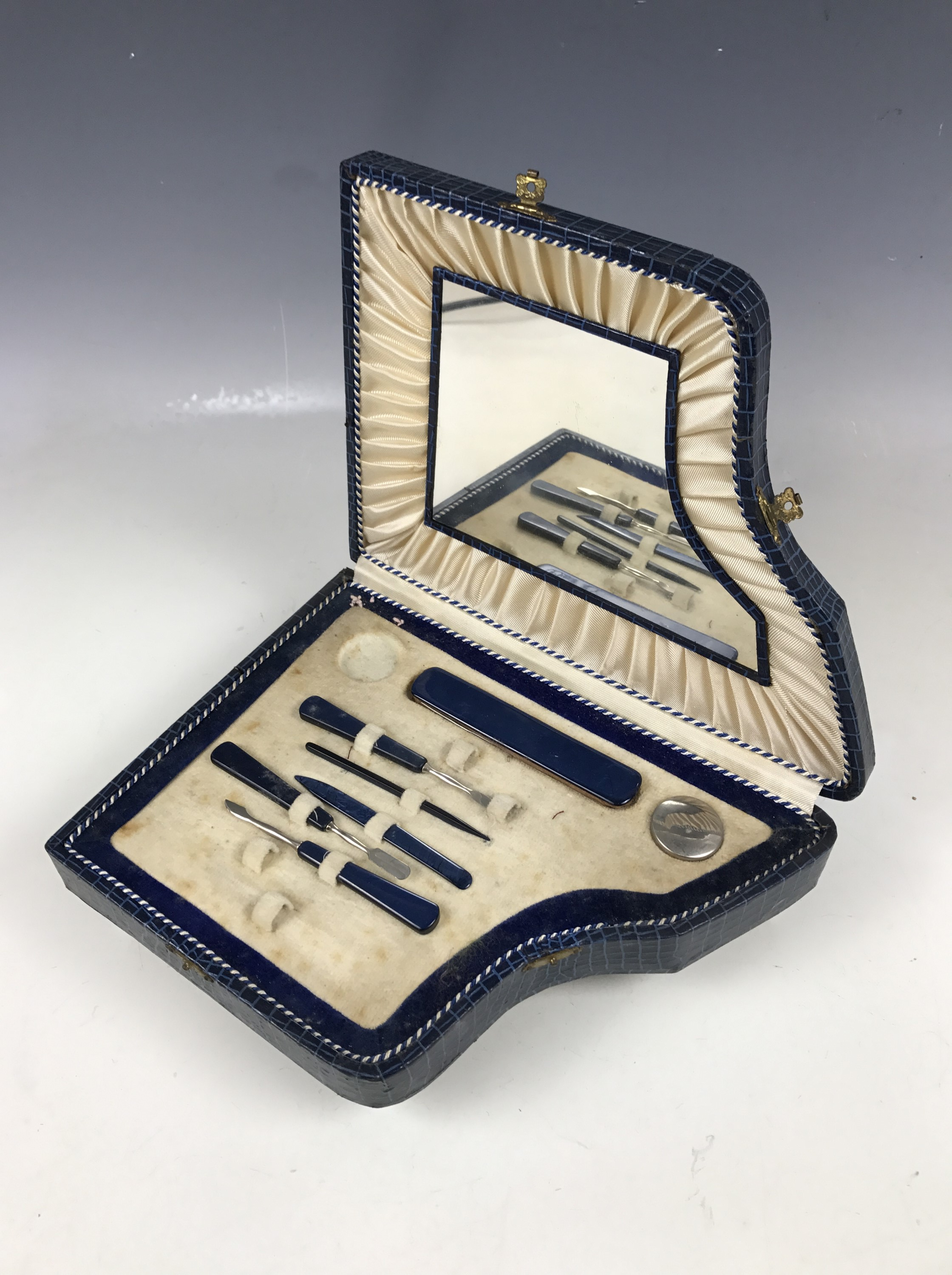 Lot 3 - A 1930s novelty manicure set with the case modelled as a grand piano