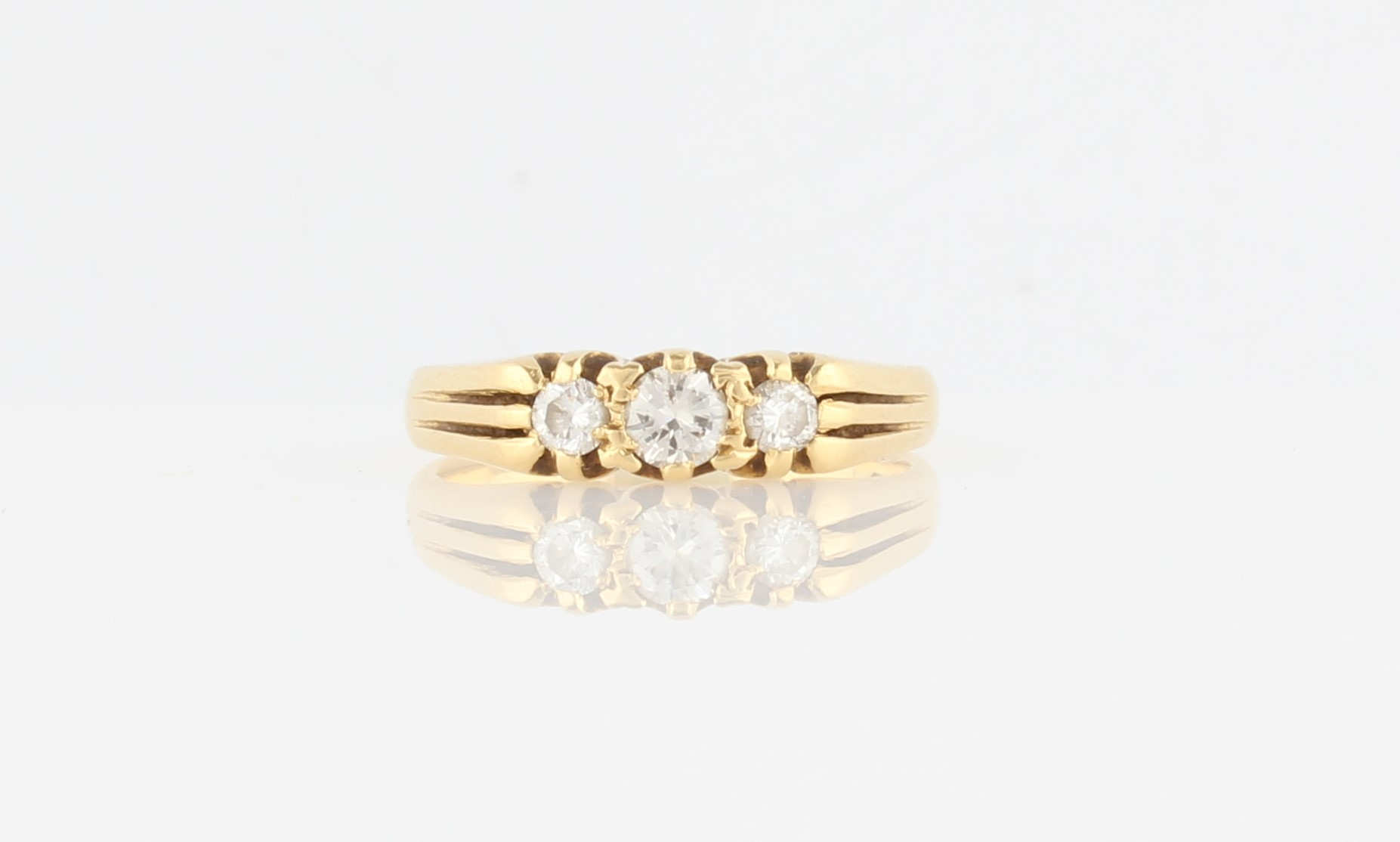 Lot 33 - A hallmarked 18ct yellow gold three stone diamond ring, set with three graduated round brilliant cut