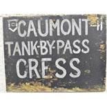 Panneau de la 6th Tank Brigade. Panel of the 6th Tank Brigade. En bois, fond peint en noir, lettrage