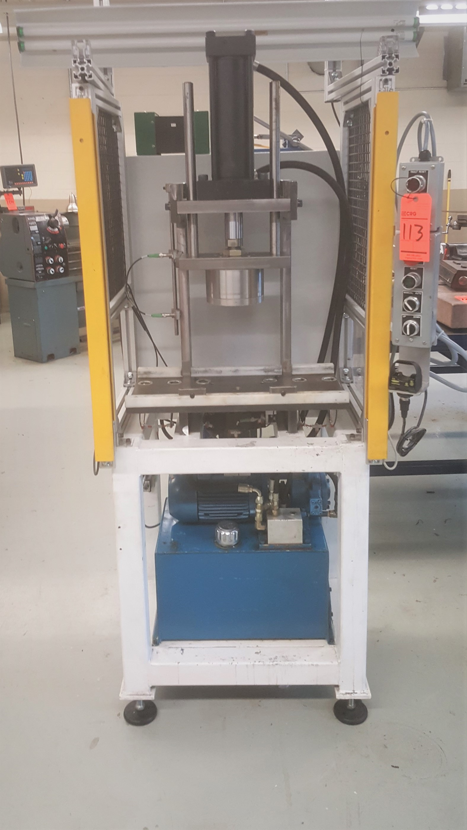Lot 113 - 4-post hydraulic press with safety light curtain