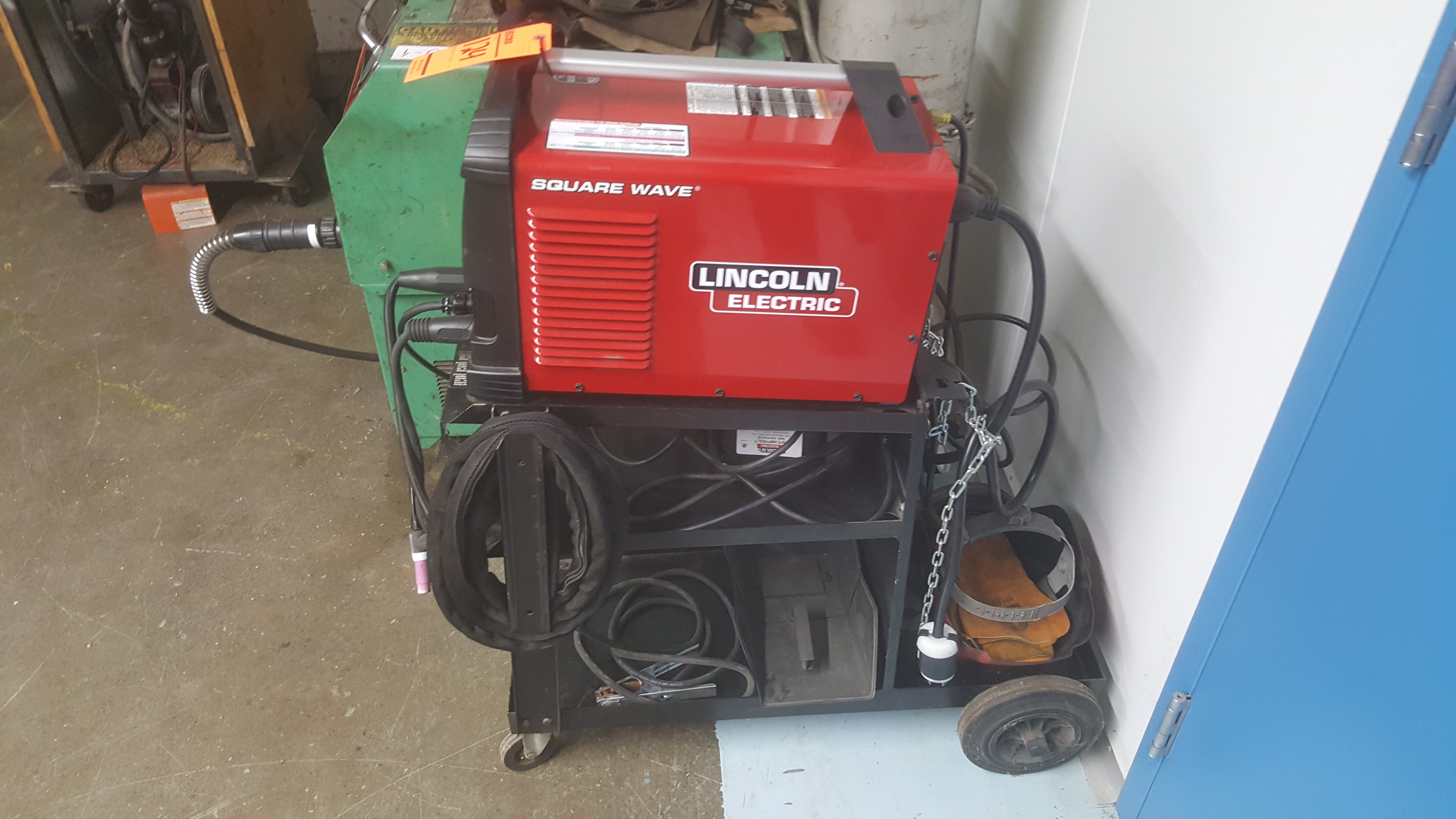 Lot 124 - LINCOLN ELECTRIC TIG welder
