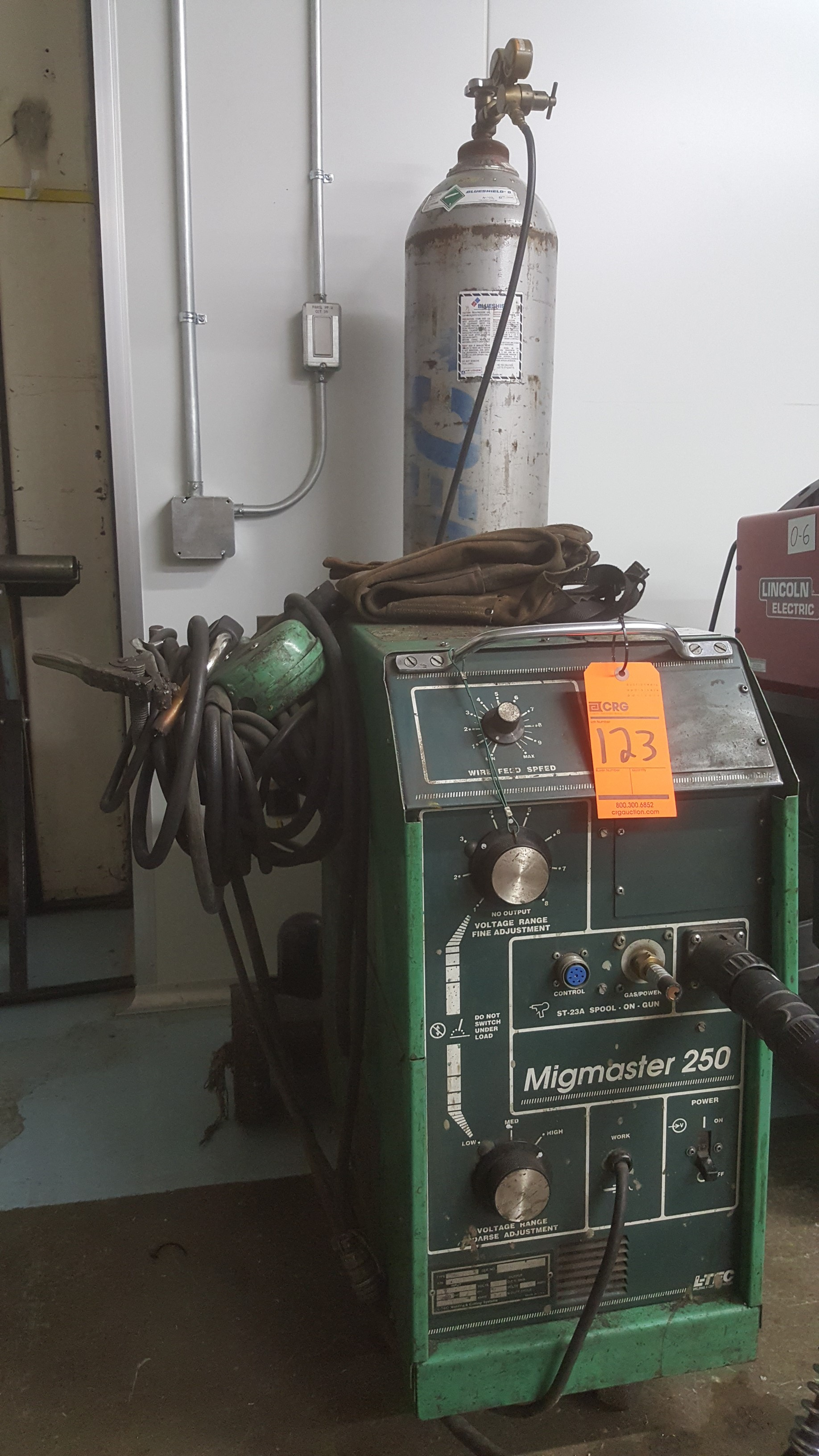 Lot 123 - MIGMASTER 250 welder system mod.MM250