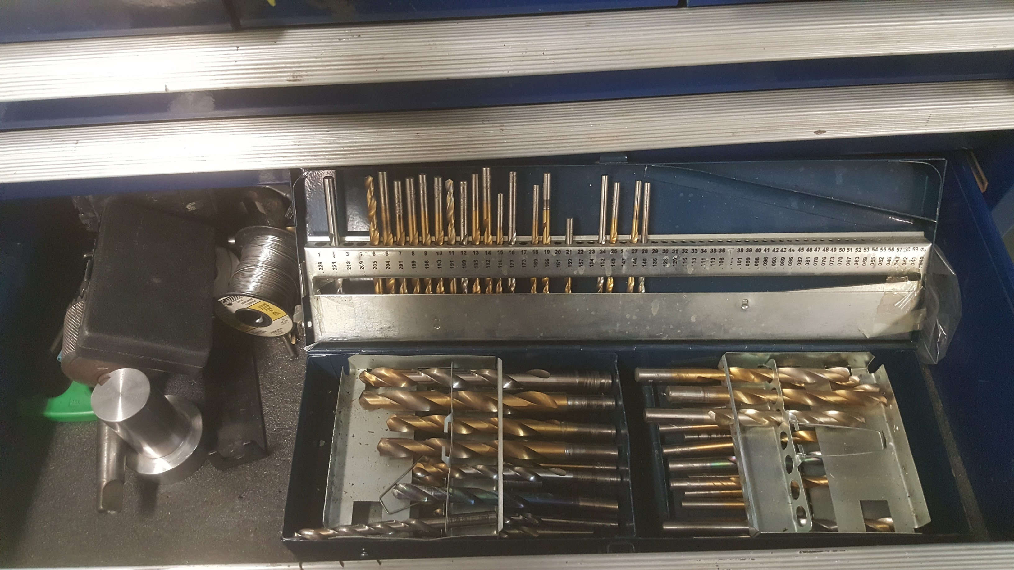 Lot 141 - 20-drawer International rolling tool chest & all contents including: taps, dies, tool sets, and