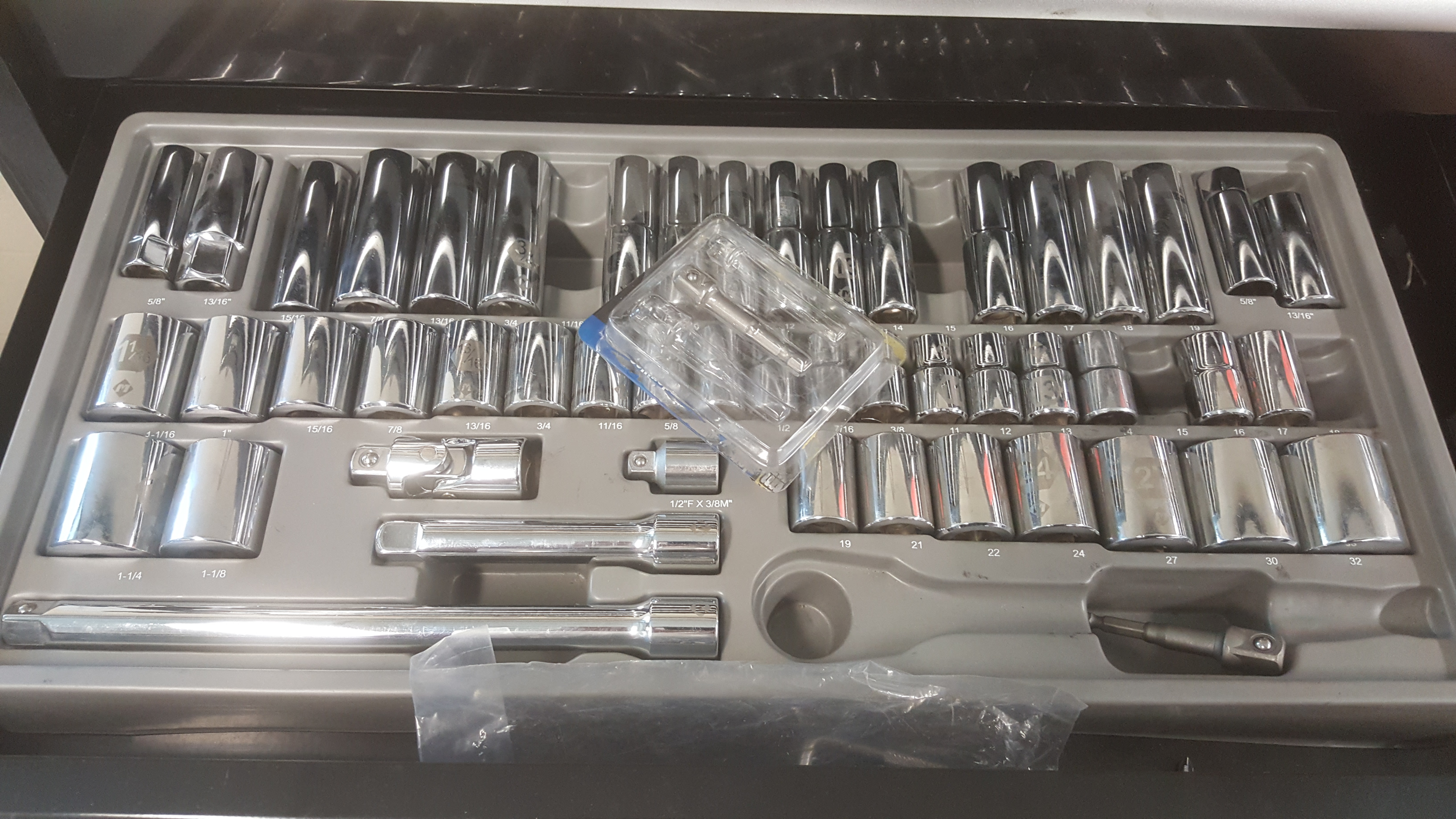 Lot 142 - MASTERCRAFT Maximum 18-drawer rolling tool chest& all contents