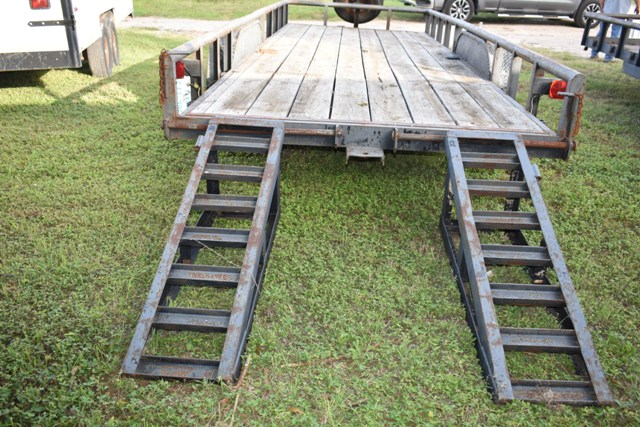 2007 20' UTILITY TRAILER W/ LOADING RAMPS - Image 3 of 4