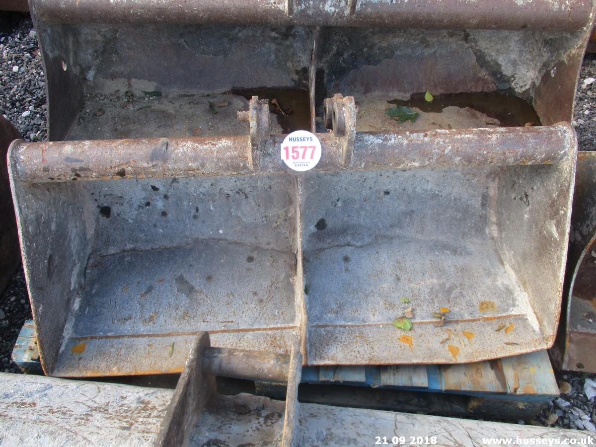 Lot 1577 - 3'6'' GRADING BUCKET