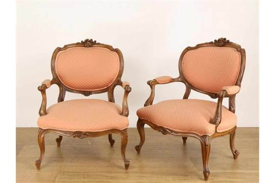 Notenhouten Salon Tafel.Notenhouten Salon Ameublement Neo Rococo Met Fraai Snijwerk
