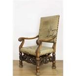 Lot 8012 - Notenhouten fauteuil in Louis XIV-stijl, met opengewerkte regels en gestoken bloem- en bladmotieven